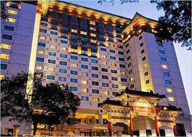 1989年开业的王府半岛酒店以其典雅大气的传统中国建筑风格,成为其