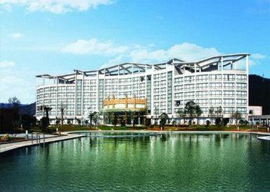 杭州富春江国际会务酒店周边风景名胜林立,闻名世界的千岛湖,白云源