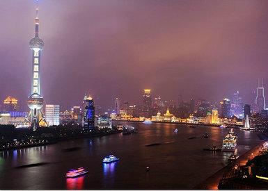 2 公里 ;距火车站: 4 公里 ;距飞机场: 15 公里 ; 位置 上海,上海市